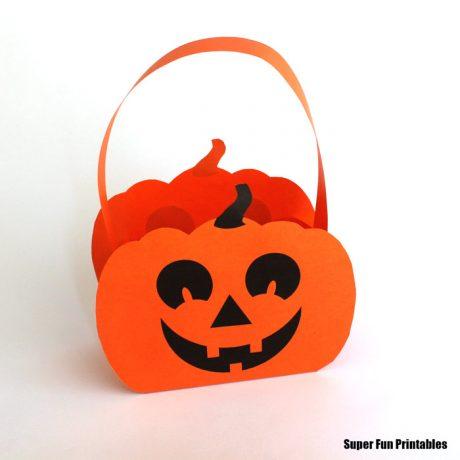 paper pumpkin craft idea for Halloween or Fall #pumpkin #thecrafttrain #kidscrafts #basket #superfunprintables