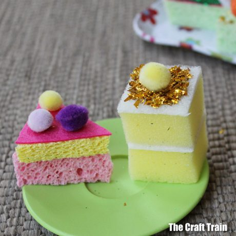 glitter sponge cakes easy craft for kids, perfect for pretend play #pretendplay #diytoy #glitter #kidscrafts