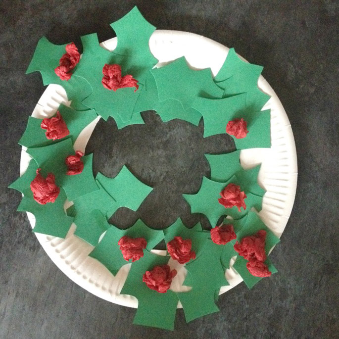 holly-paper-plate-christmas-wreath