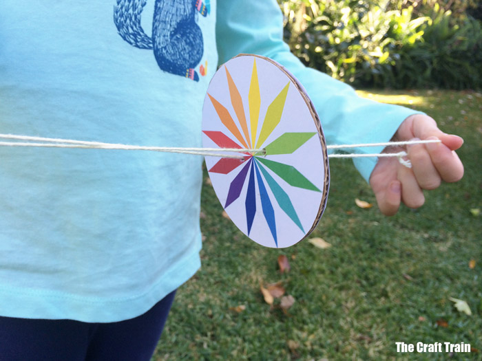 cool STEM craft idea for kids, make a whirlygig with free printable template