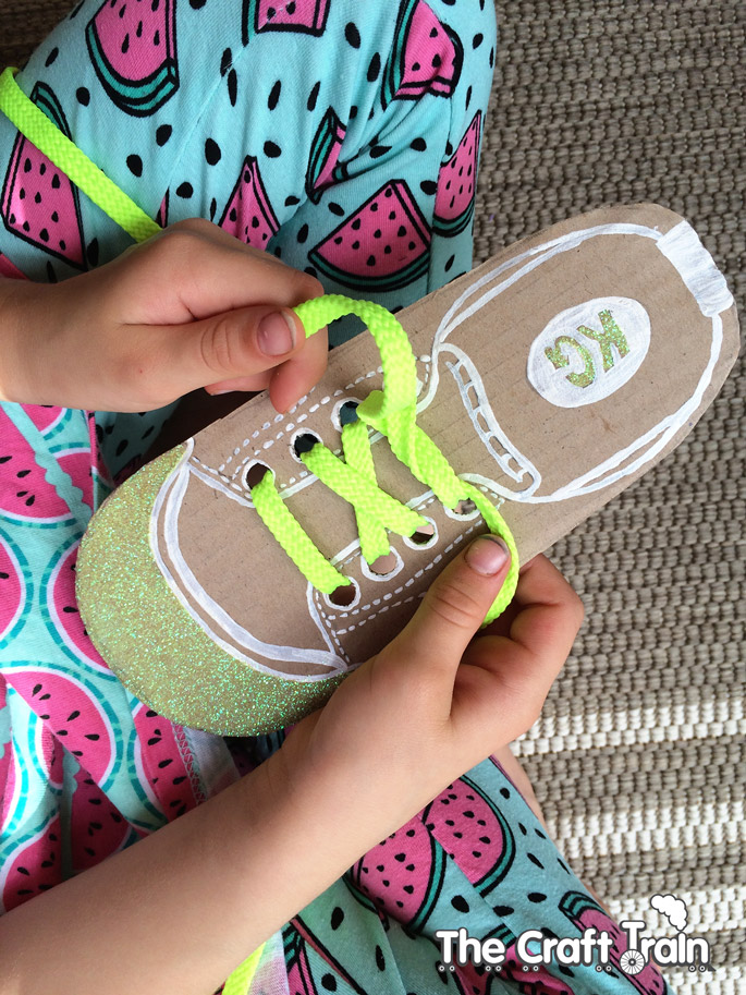 Easy DIY shoe lacing cards for kids to help them learn to tie their own shoelaces