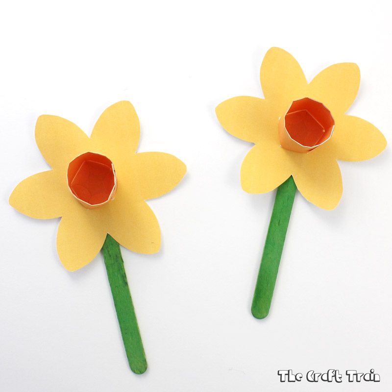 Printable paper daffodils the craft train for Template of a daffodil
