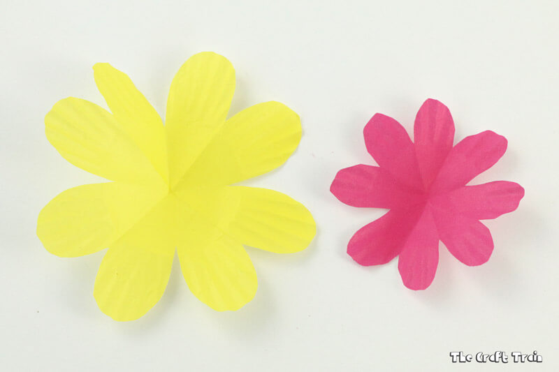 This is a fast and simple way to make a gorgeous flower gift bag from cupcake liners - perfect for mothers day!