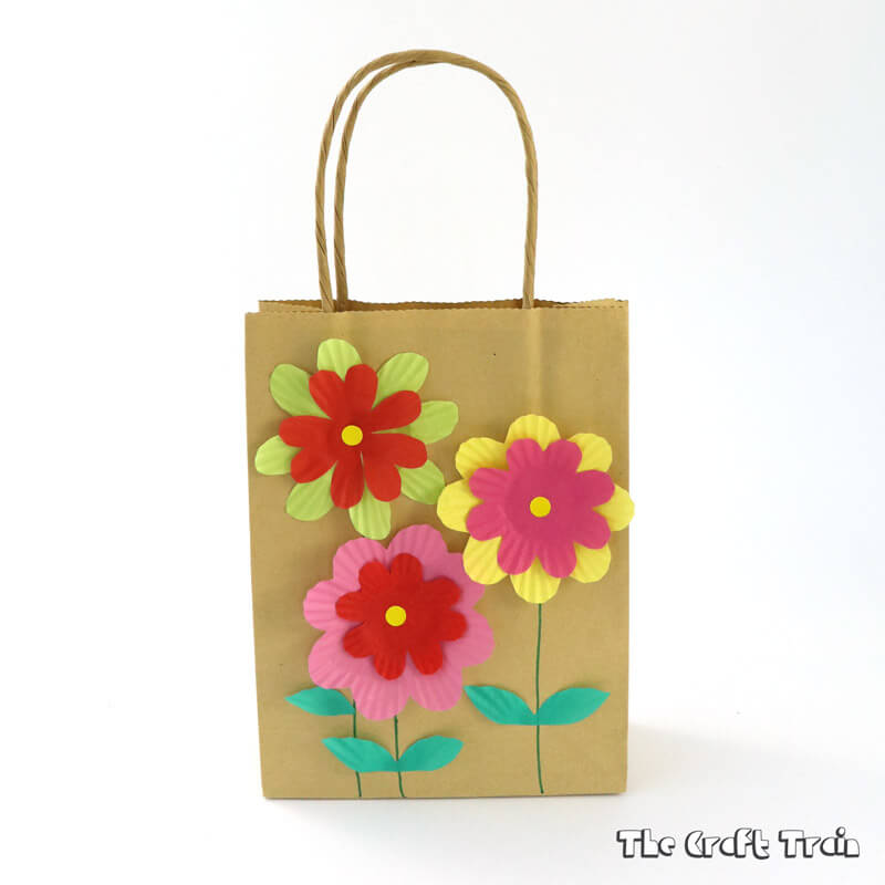 Make a simple gift bag from cupcake liners – perfect for mothers day!