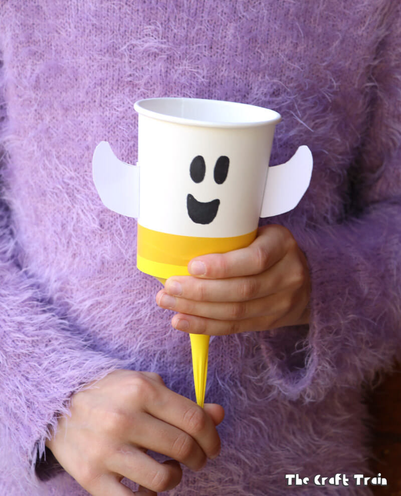 ghost pom pom poppers – a fun craft for Halloween