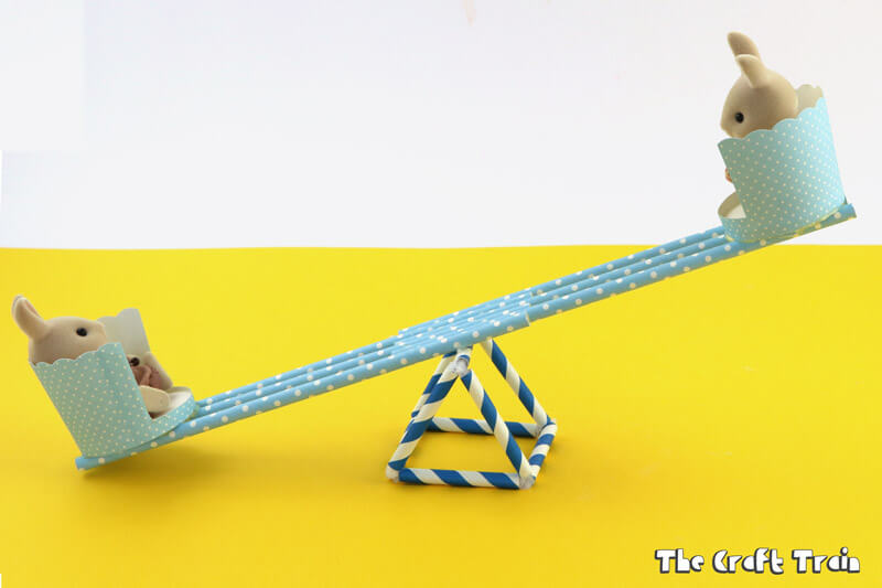 Make a see-saw out of straws, a perfect size for small toys! #diytoy #strawstructure #construction #STEM #steam #sylvanianfamilies #calicocritters