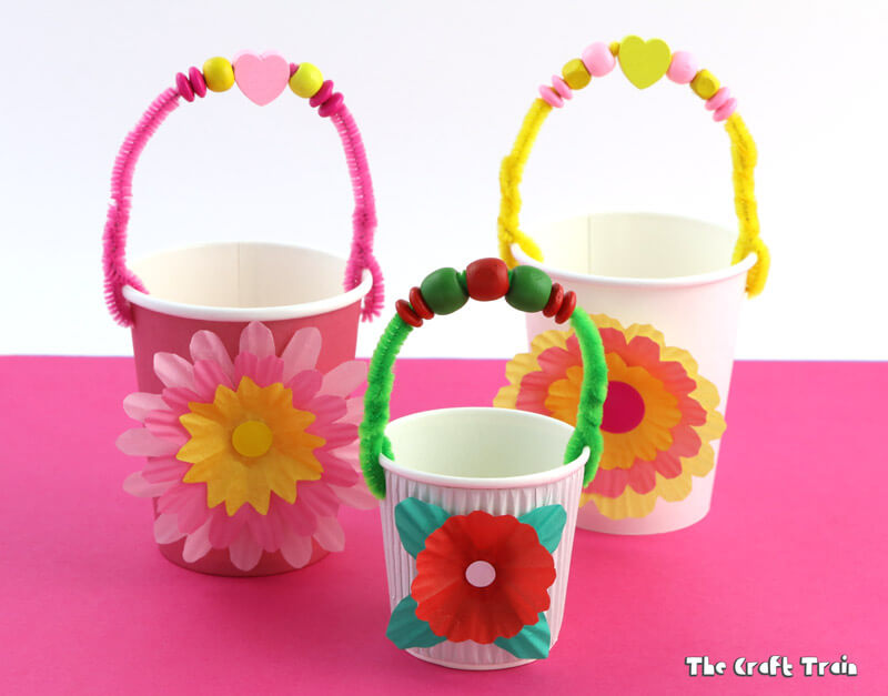 Paper cup flower baskets, perfect for Easter and very quick and easy to make #Eastercrafts #Easter #basket #papercupcrafts #flowercrafts
