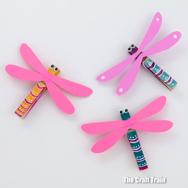 Easy peg dragonfly craft, perfect for Summer or for a Mini beasts unit