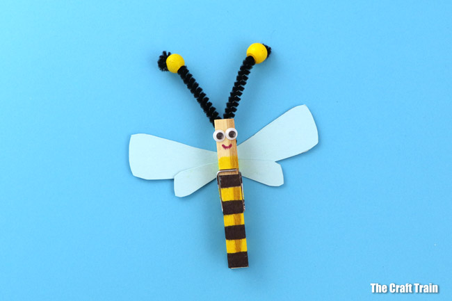 Easy, cute peg bee craft for kids #insectcraft #clothespin #kidscrafts #pegcrafts #summer #kidsactivities