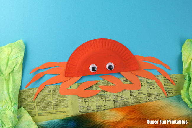 Adorable paper plate crab craft, from the paper plate Ocean Animal ebook containing the templates for 14 amazing ocean animals along with facts and information kids will love to learn #oceananimals #crab #paperplate #kidscrafts
