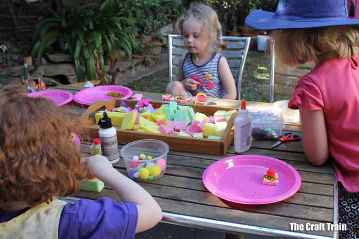 kids decorating sponge cakes