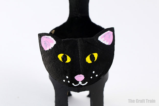 Paper roll black cat craft for kids, a perfect halloween craft idea #halloween #blackcat #kidscrafts #halloweencrafts #animalcrafts