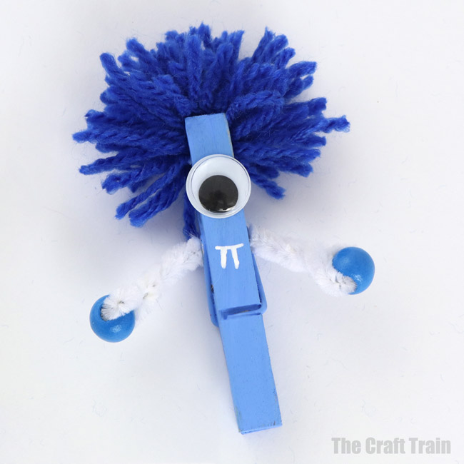 Monster craft idea for Halloween – simple peg monsters #easycrafts #kidscrafts #monstercrafts #kidsactivities #clothespins #pegs #pegcrafts