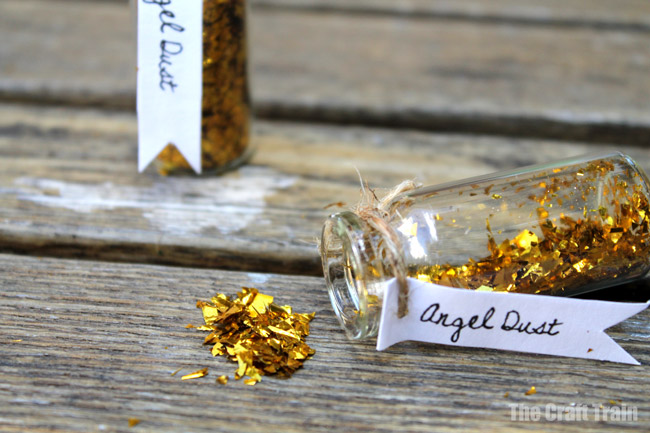 Angel sparkle dust mini Christmas gift idea, perfect glittery craft that kids can make for their friends #glitter #sparkle #angel #christmascraft #handmadegifts #kidscrafts #fairycrafts