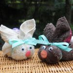 Easter bunnies made from washcloths. This is such a cute DIY gift idea for Easter and so simple to make! #eastercraft #bunny #easterbunny #kidscraft #handmadegifts #nosew