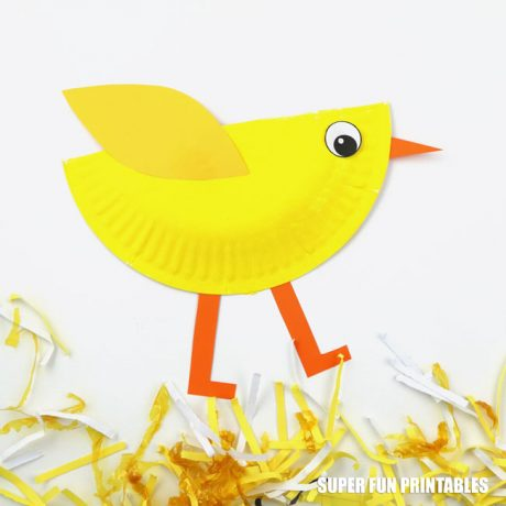 Cute paper plate chick craft kids can make at home or in the classroom using this printable template #chick #paperplate #spring #kidscrafts #finemotor #animalcrafts #birdcrafts