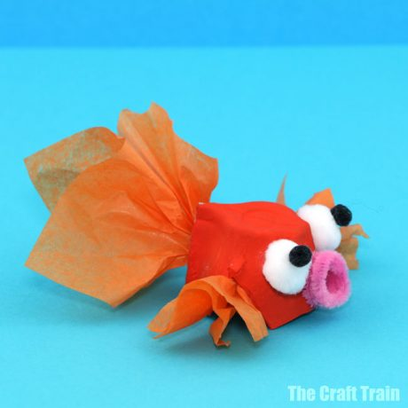 Egg carton goldfish craft for kids #recyclingcraft #eggcartons #goldfish #oceancraft #fishcraft #summer #kidsactivities #kidscrafts