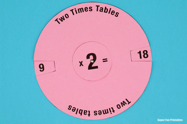 Printable times table activity for kids. Make a times table spinner! #timestables #multiplication #learning #kidscrafts #educationprintables #multiplicationtables #superfunprintables