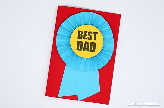 Fathers day card idea - make a Best Dad card by creating a paper prrize ribbon rosette and then listing the reasons why he is so awesome on the inside. Printable template available #fathersday #fathersdaycard #handmadecards #papercrafts #kidscrafts #printables #superfunprintables #thecrafttrain