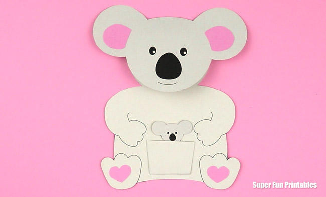 Adorable mother and baby koala card idea. Fantastic as a mothers day card or as an all occasion card. So cute! Printable template and step by step instructions included #printable #kidscrafts #kidscrafts #kidsactivities #Mothersday #animalcrafts #koala