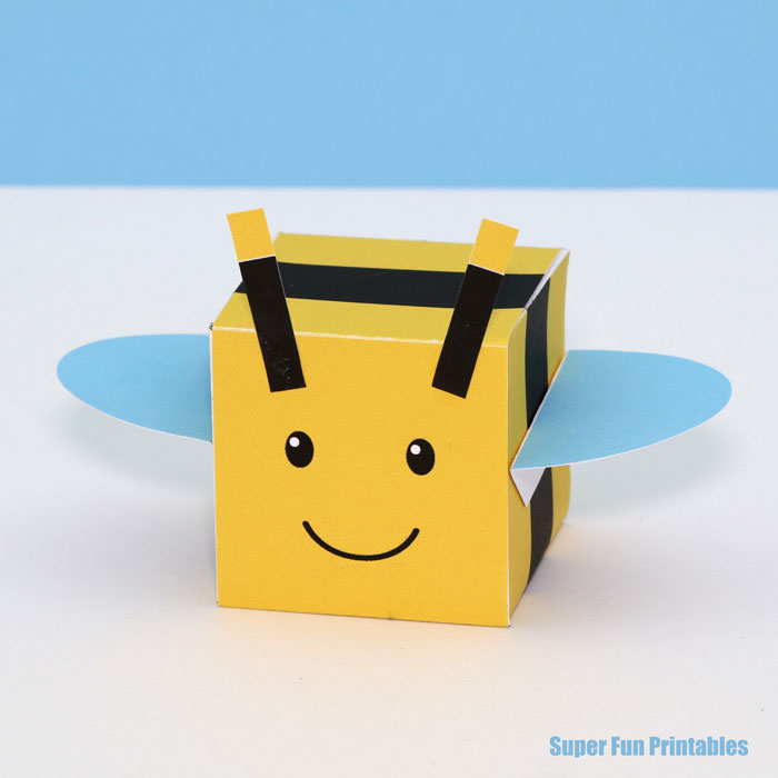 Bee craft idea for kids inspired by Roblox bee swarm simulator. Make a square bee with our printable template #bugs #kidscraft #3Dshapes #cube #minibeasts #printable #math #beecraft #insect #bee