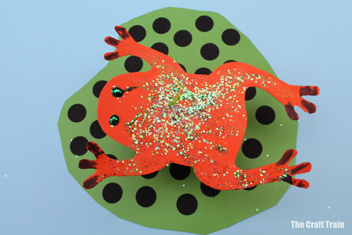 kid made frog craft