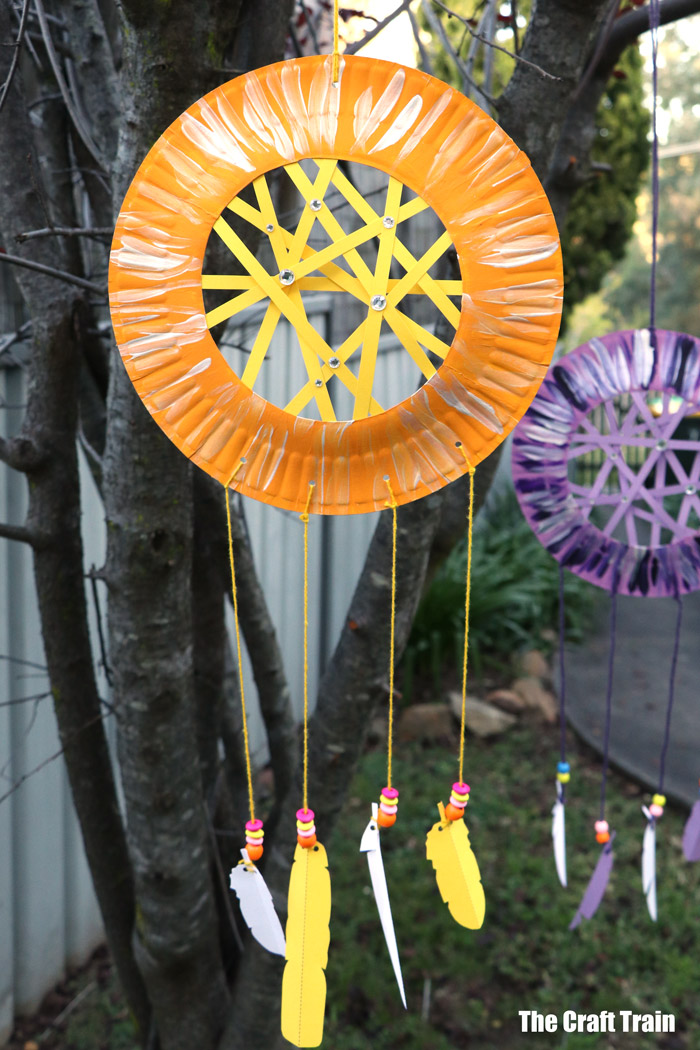 pape plate dreamcatcher craft for kids