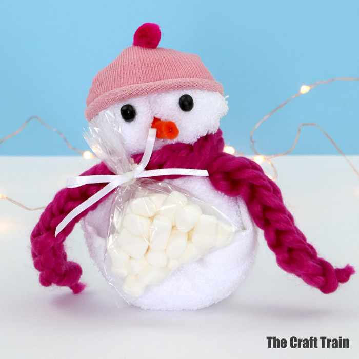 washcloth snowman with pink hat and scarf
