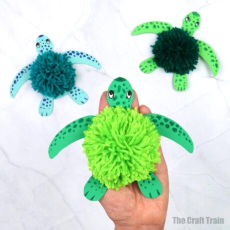 Fluffy yarn turtle craft for kids with free printable template